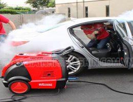 Rửa xe khi máy còn nóng – hậu quả khó lường